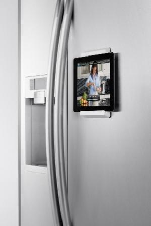 מתקן תלייה לאייפד למקרר